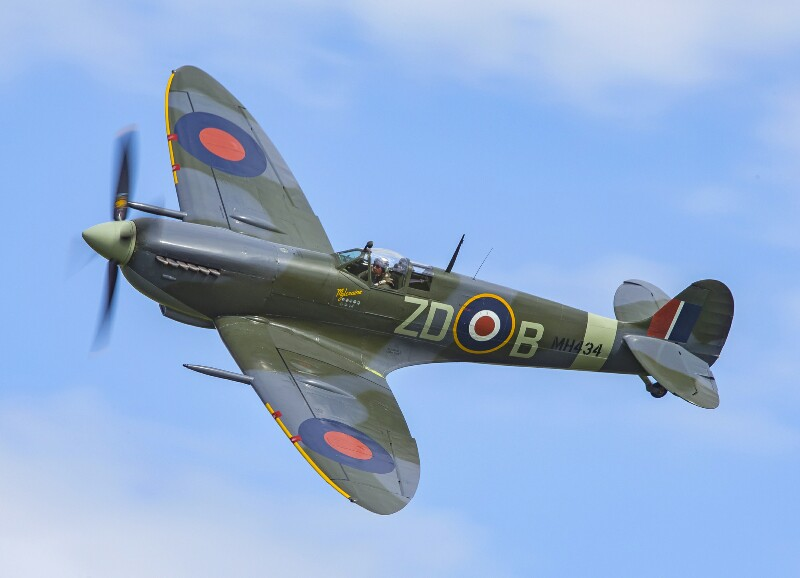 Race For The RAF In The Centenary Spitfire Challenge