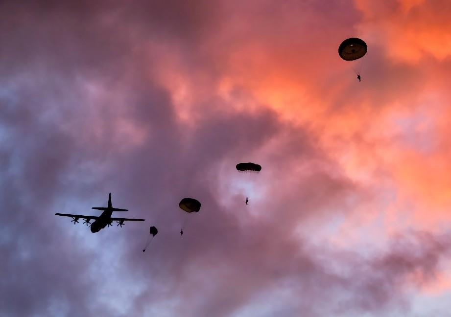 Commando 'Chuting Stars In Denmark