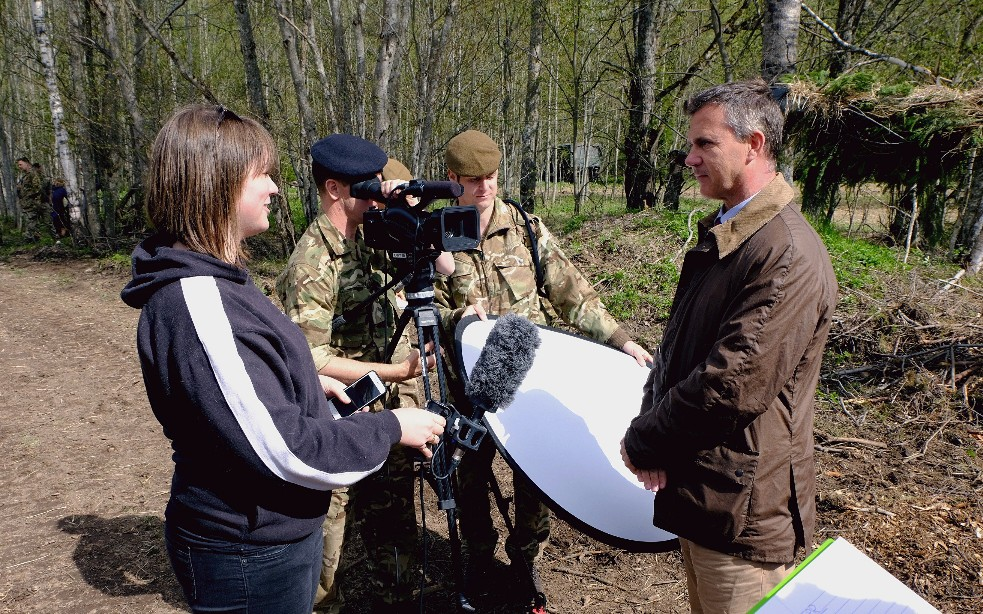 Minister Meets UK Troops In Estonia