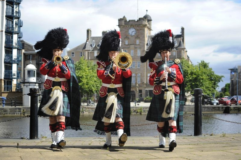 The Sound Of Xmas Bagpipes Approaches!